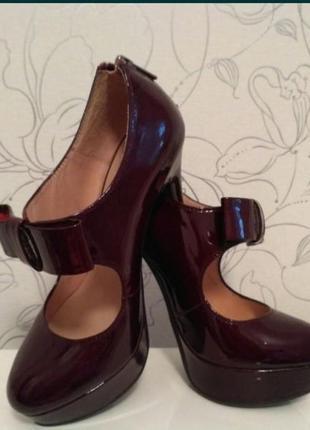 Новые красивые туфли basconi 35-36, цвет темная вишня