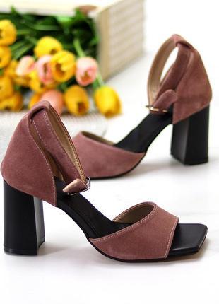Замшевые женские босоножки на каблуке светло-черничные