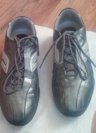 Кроссовки кожаные, дышащие geox.