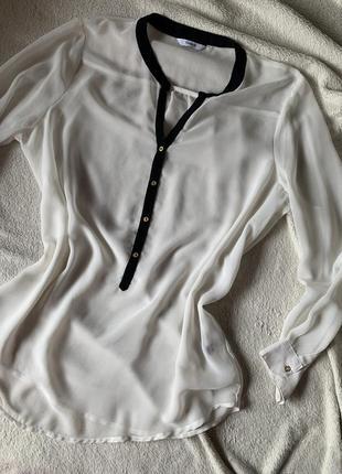 Легка літня блуза