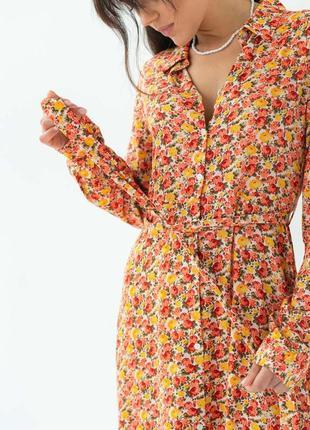 Длинное платье на пуговицах с поясом