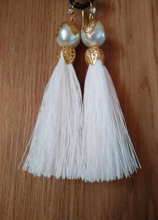 Серьги кисточки с жемчужиной белые сережки китиці білі з перлиною