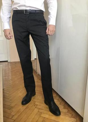 Мужские черные брюки н&м regular fit размер 48(33r) наш m/l