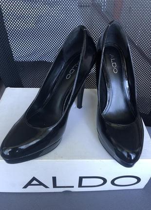 Лакированные туфли aldo в идеальном состоянии