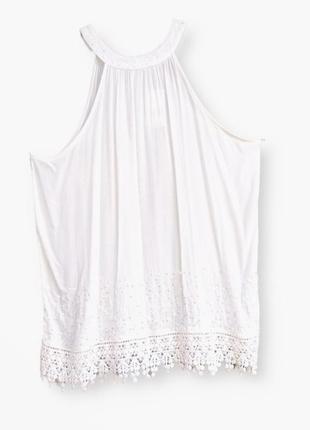Красивая белоснежная блузка с открытыми плечами и кружевом george