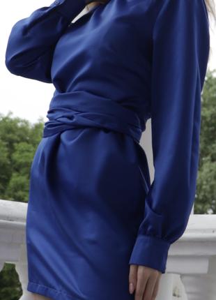 Синее мини платье с поясом на завязках