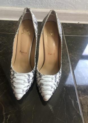 Туфли на высоком каблуке из натуральной кожи питона