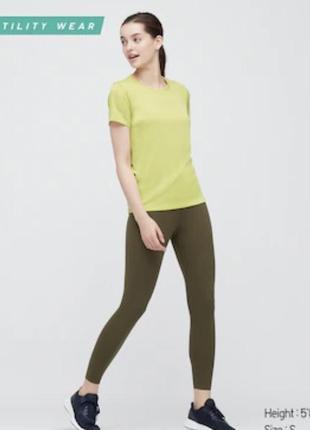 Функциональная футболка uniqlo для активных занятий спортом