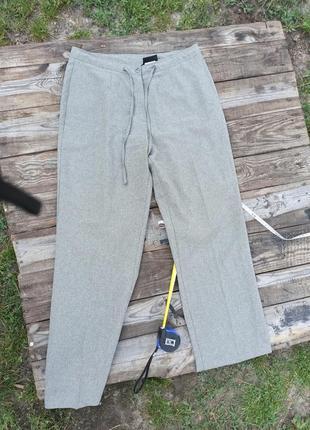 Тонкие брюки на лето