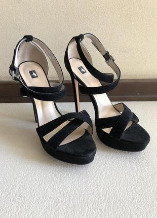Новые кожаные босоножки на каблуке l'carvari 38 размер