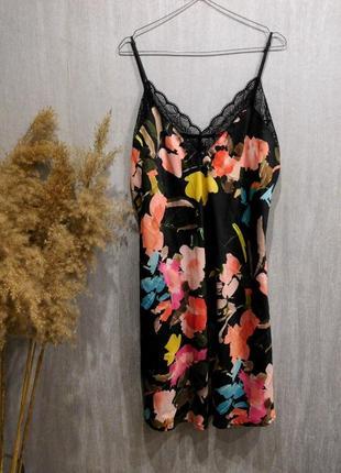 Сатиновая ночнушка комбинация сорочка на бретелях в цветочный принт с кружевом от primark