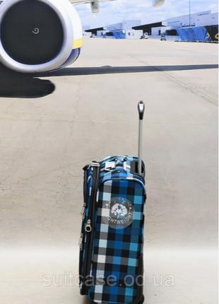 Качественные, очень легкие чемодан фирмы foxy-line4 фото