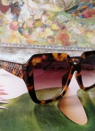 Модные брендовые солнцезащитные женские очки 2021 в черепаховой оправе