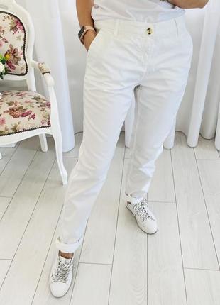 Белые хлопковые брюки чинос чиносы
