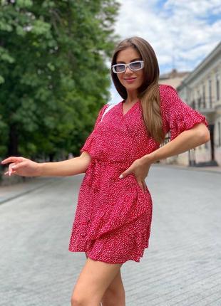 Легкое, воздушное платье мини на запах с рюшами