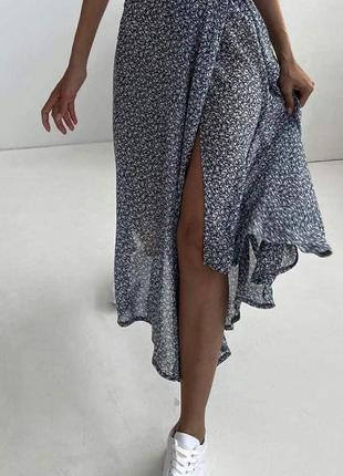 Черная юбка, юбка до колен, юбка с разрезом от бедра , юбка в цветочек, летняч юбка