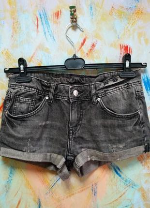 Серые джинсовые шорты divided