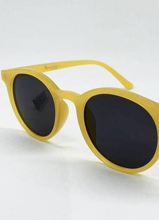 Женские солнцезащитные очки круглые черные линзы в желтой пластиковой оправе