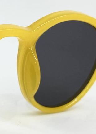Женские солнцезащитные очки круглые черные линзы в желтой пластиковой оправе5 фото