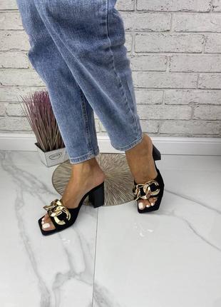 Шлепки на каблуке с цепочкой натуральная кожа замша