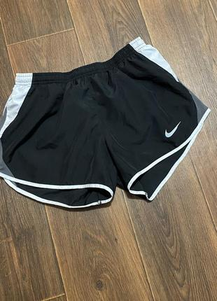 Женские крутые шорты для бега nike dri-fit размер s
