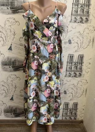 Очень красивое платье в тропический принт