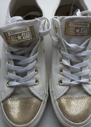 Белые кеды конверсы с золотом