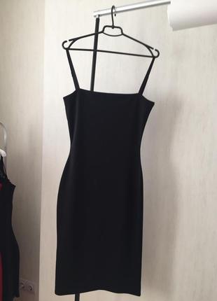 Чёрное платье на бретелях2 фото