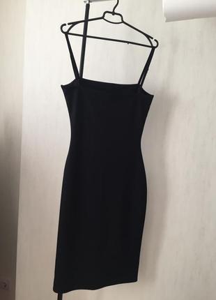 Чёрное платье на бретелях3 фото