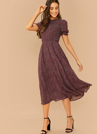 Расклешенное шифоновое платье с поясом и красивым рукавом