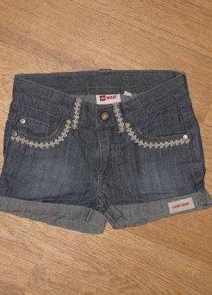 Практичные джинсовые шорты