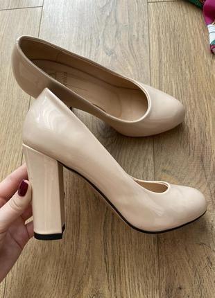 Туфли классические натуральная кожа лак лаковые нюдовые бежевые круглый носок