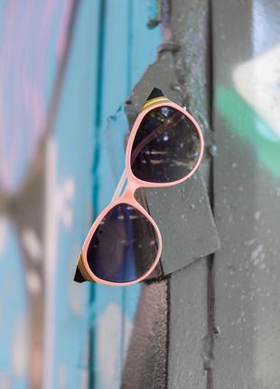 Женские солнцезащитные очки в нежной оправе