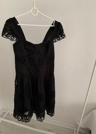 Платья чёрное с перфорацией