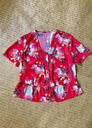 Актуальная свободная красная цветная блуза в белые розы шифон короткий рукав