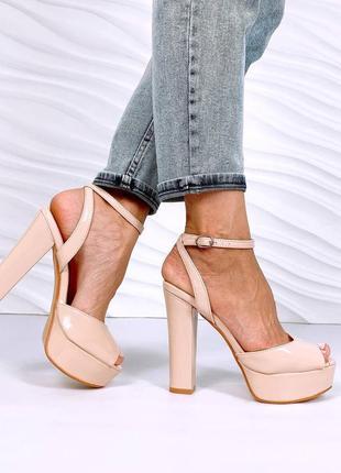 Босоножки на платформе и высоком каблуке