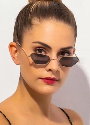Стильные очки оригинальной формы