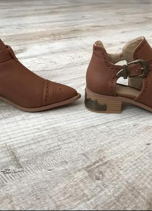 Женские туфли коричневого цвета