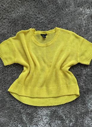 Яркий свитер, желтый свитер