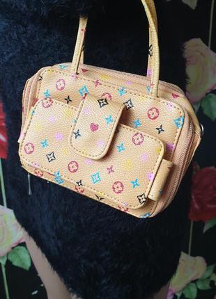 Маленькая сумочка в стиле louis vuitton