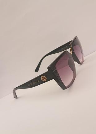 Стильные квадратные итальянские очки, есть небольшие дефекты
