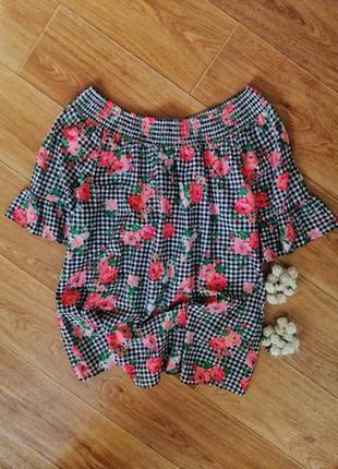 Красивая блуза на плечи с воланами на рукавах