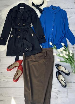 Комплект три вещи в стиле офис васильковая блуза черный плащ и юбка миди р м