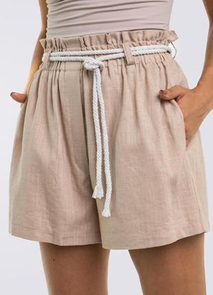 Льняные короткие шорты с поясом, кремовые