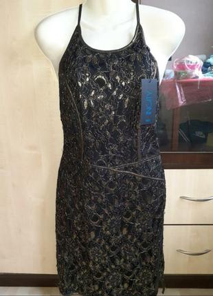 Вечернее платье с золотым гипюром новое