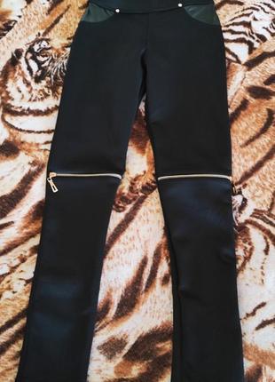 Чёрные лосины с кожаными вставками