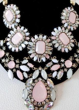 Колье, ожерелье, украшение на шею