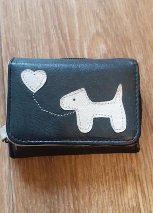 Небольшой кожаный кошелек портмоне итальянского бренда fabretti с собачкой.