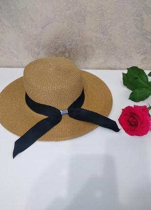 Стильная шляпа канотье