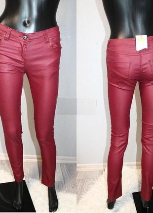 Стильные тонкие бордовые марсала брюки пропитанные под кожу с мокрым эффектом.маленький размер хс,42